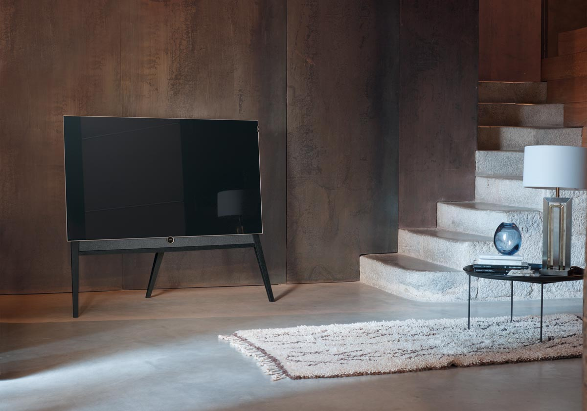 loewe 39 bild 5 39 oled has dolby vision retro design flatpanelshd. Black Bedroom Furniture Sets. Home Design Ideas