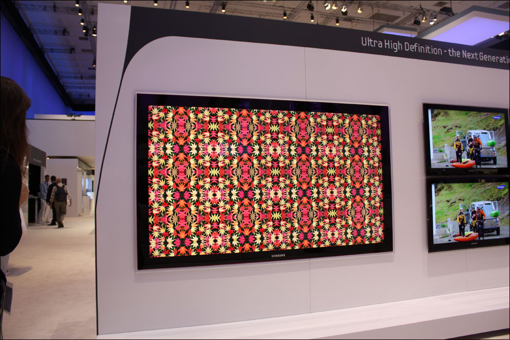 Ifa 2009 samsung 82 ultra high definition led tv flatpanelshd - Ultra high def tv prank ...